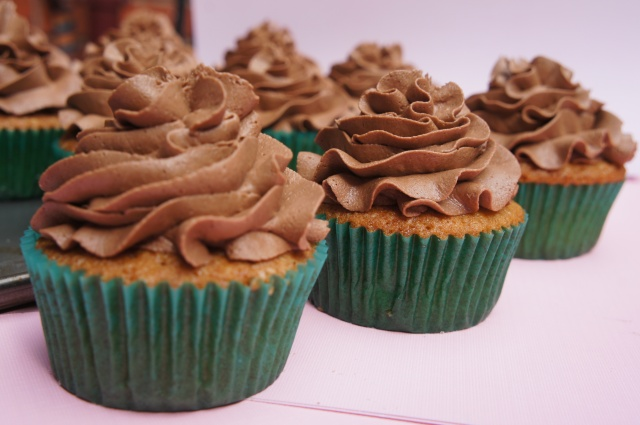 Vanilla Cupcakes with Chocolate Frosting – The Bubbly Baker